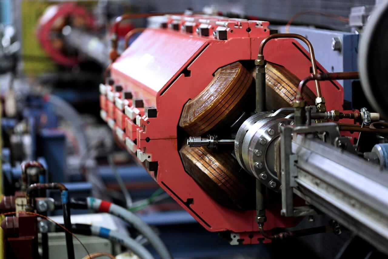 Synchrotron magnet from a cyclic particle accelerator